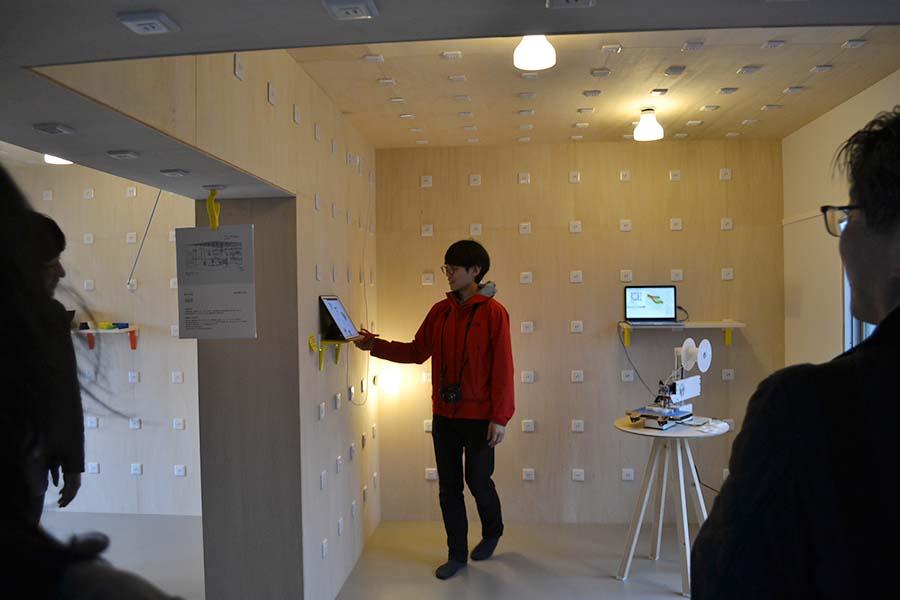 電化美術×FabLab Kitakagayaによる部屋には数え切れないほどのコンセント