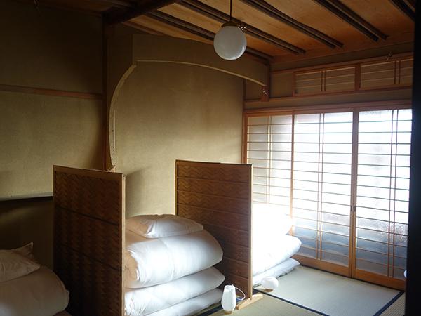 部屋は3人〜6人まで宿泊可