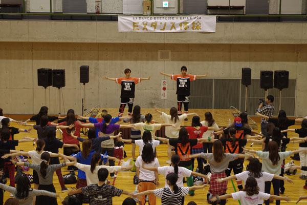 Choo Choo TRAINやウェーブなどビギナーでも楽しめるダンスとあって参加者もノリノリ