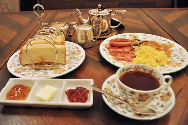 ポットサービスのミルクティーは茶葉2種から、卵料理は目玉焼きかスクランブルエッグが予約時に選べる
