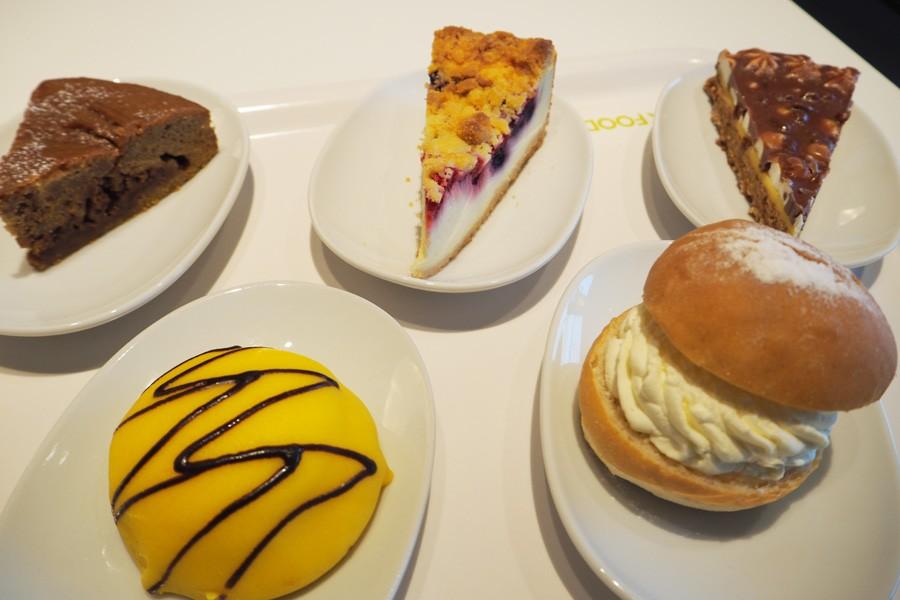 リニューアルオープンを記念し、5種のなかから「選べるケーキ3種類セット」499円が登場(3月21日まで)