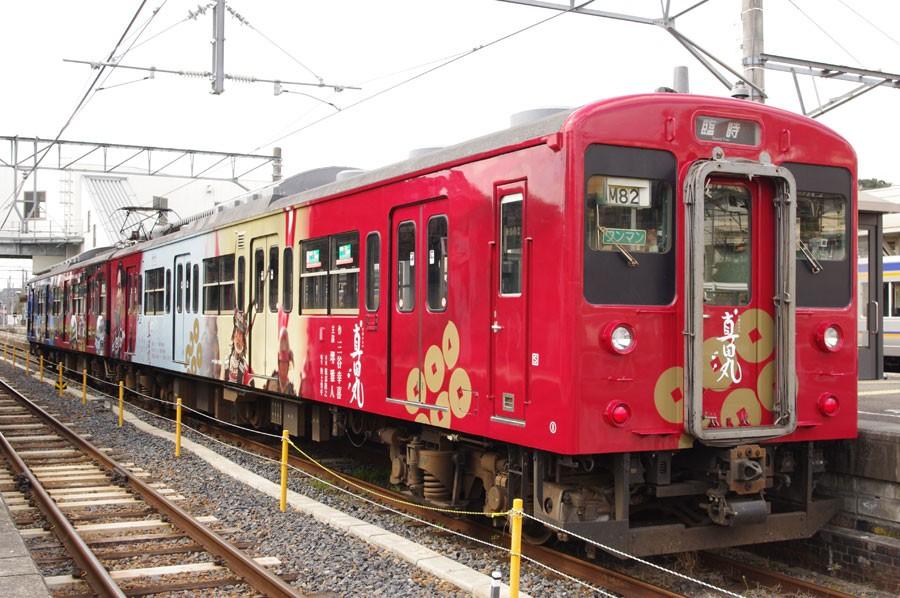 車両には、和歌山城、紀州東照宮、長保寺などが描かれている