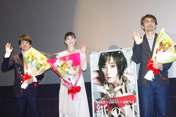 舞台挨拶を行った主演の宮沢りえ、池松壮亮と吉田大八監督