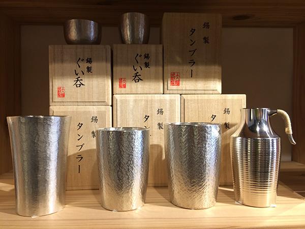 江戸時代創業の「大阪錫器」。錫は水を浄化し、雑味を取り除くと言われ、酒器にすれば日本酒がまろやかな味わいになる