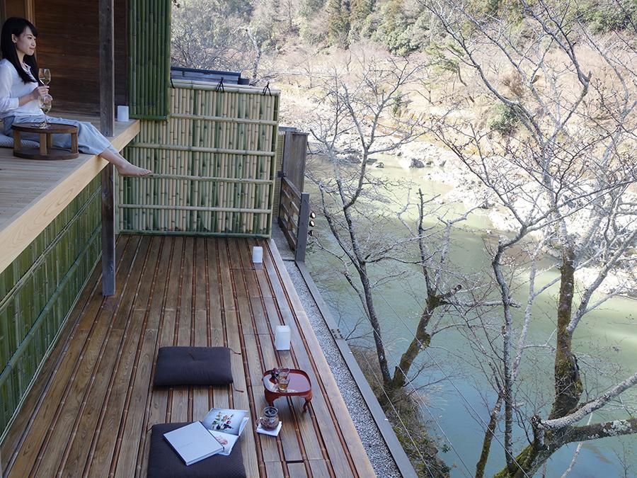 二段となった「空中茶室」。上段のテラスには屋根ができ、さらに美しい景色が望める