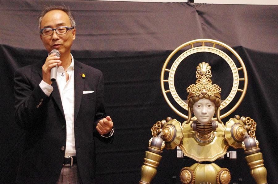 黒子ロボットを研究開発したマッスルの玉井代表