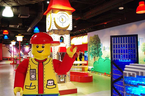 ランプもよく見るとレゴ®ブロックのパーツと同じデザイン!
