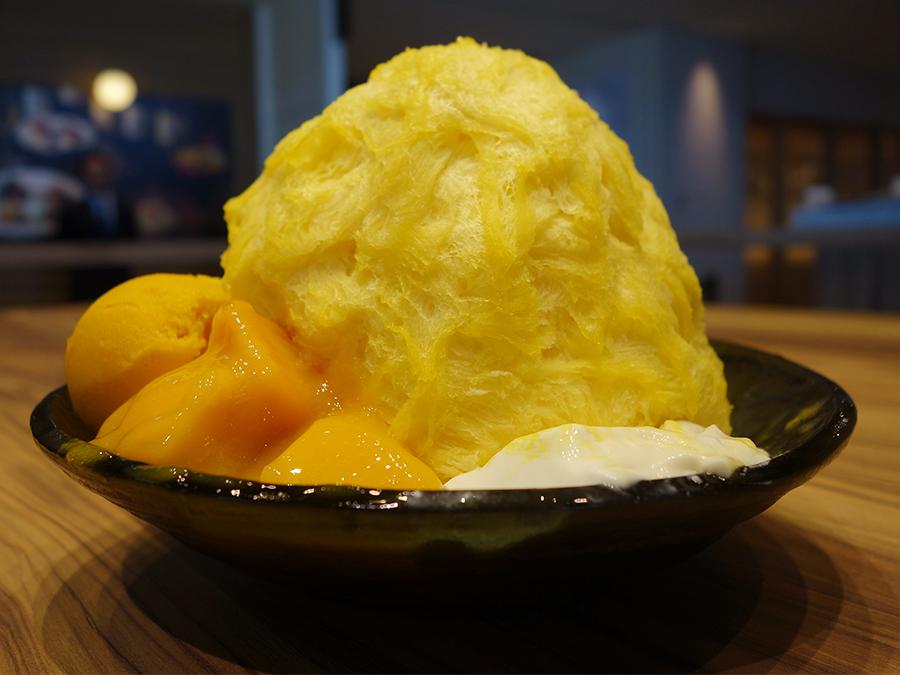 人気メニューの「マンゴーかき氷」1,500円。アイスにまで果肉が入っている