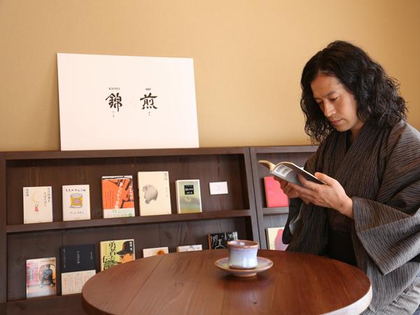 2階には又吉がセレクトした本30冊を試読できるコーナーも