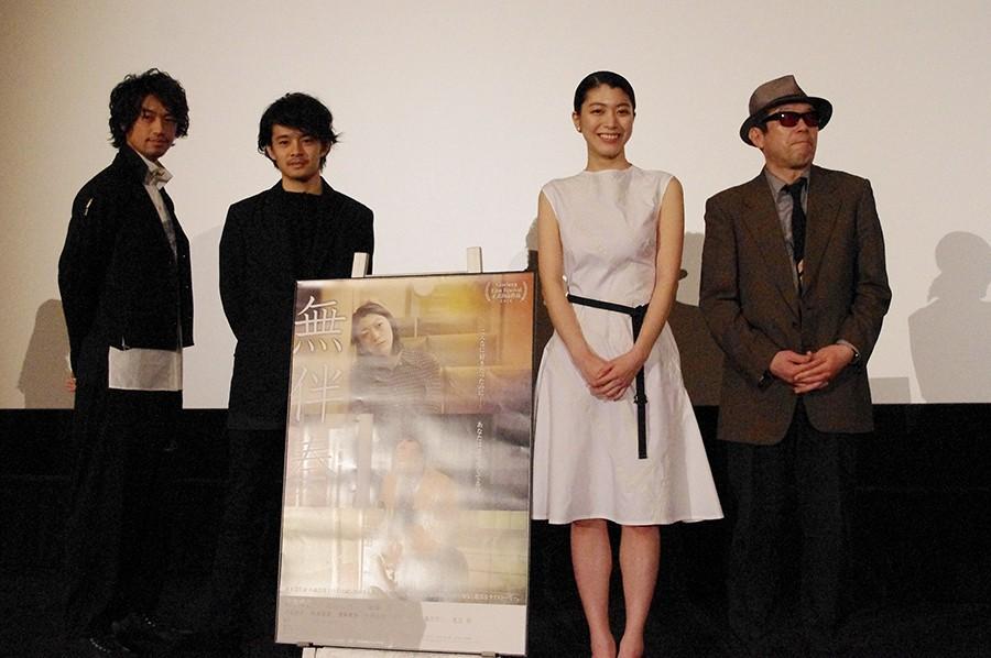 舞台挨拶に登場した斎藤工、池松壮亮、成海璃子、矢崎仁司監督(左より)