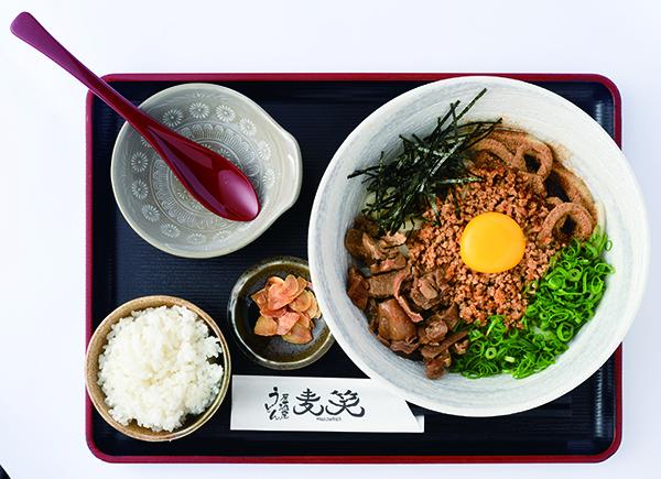 うどん居酒屋 麦笑]の牛すじまぜ麺小ごはん付き890円