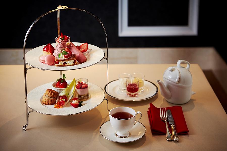 ホテル日航大阪の『苺づくしのアフタヌーンティーセット』。今までの期間限定セットで一番人気に