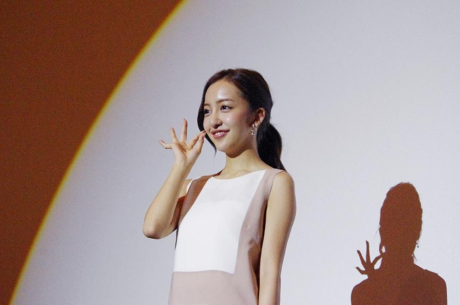 初主演映画『のぞきめ』の舞台挨拶を行った板野友美