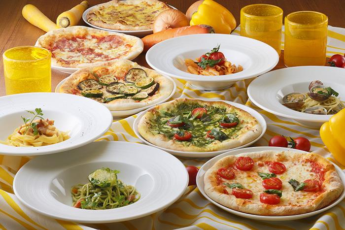 パスタはひとり1回につき3皿まで注文OK、ピッツァはひとり1回につき1枚(直径約20cm)で、注文ごとに焼き上げる