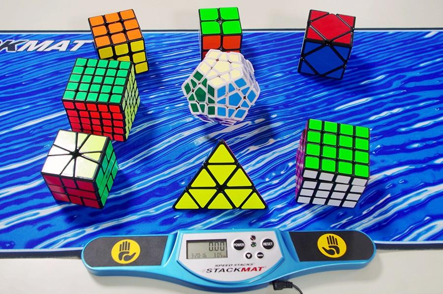 よく見かける3×3×3の通常のルービックキューブだけでなく、より難易度の高い変型のパズルも登場