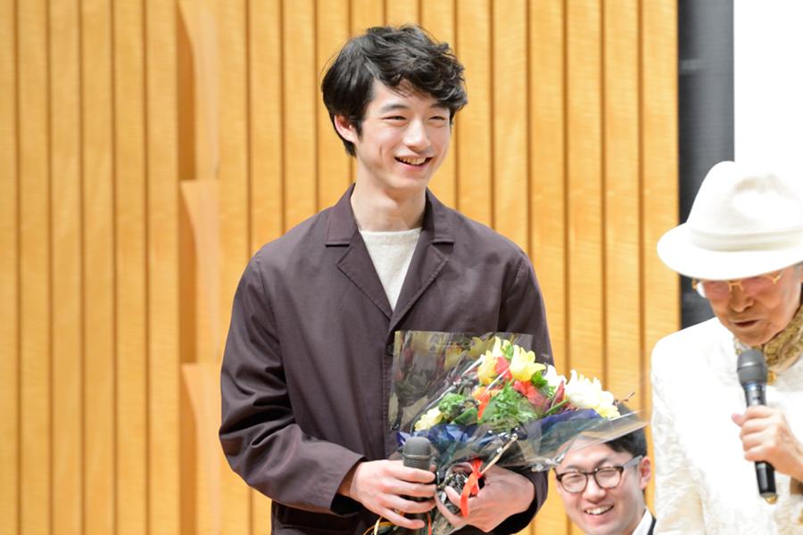 新人男優賞を受賞した坂口健太郎