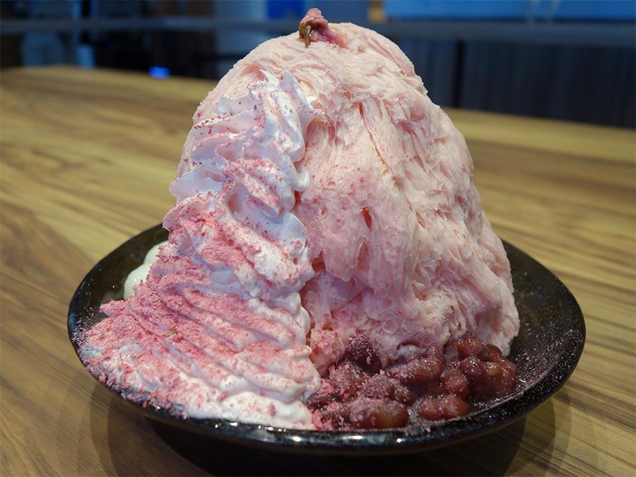 クリームにも塩気が効いた「桜ミルクかき氷」1,300円