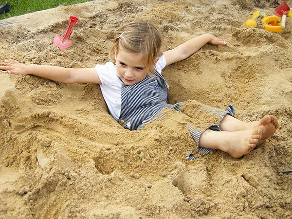 思い切り砂場でも遊べる