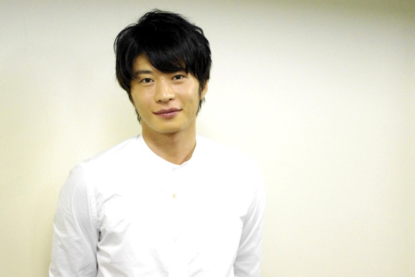 舞台「夜への長い旅路」に出演する田中圭