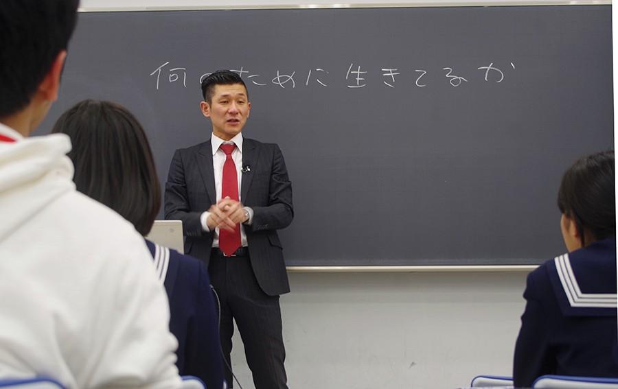 自身も河合塾で浪人時代を過ごした経験があるという笑い飯 哲夫
