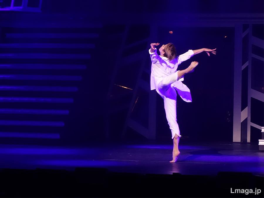 柚希の魅力を最大限に生かした、しなやかで迫力あるダンスも