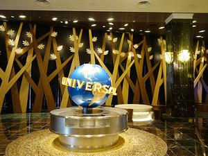 ユニバーサル・スタジオから貸し出されたグローブ(地球儀)、これはほかのオフィシャルホテルにはないもの