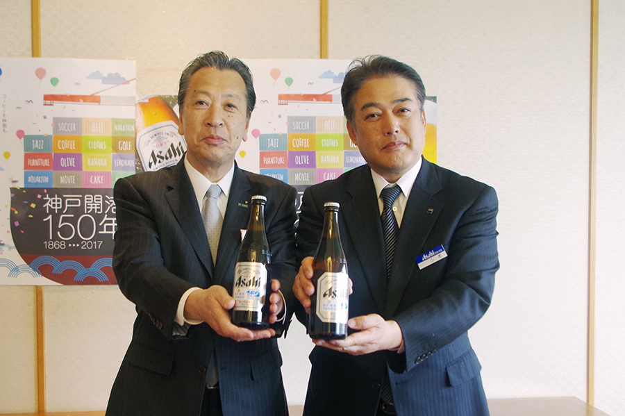 岡口神戸副市長(左)と神戸統括支社長の山本泰利支社長(右)