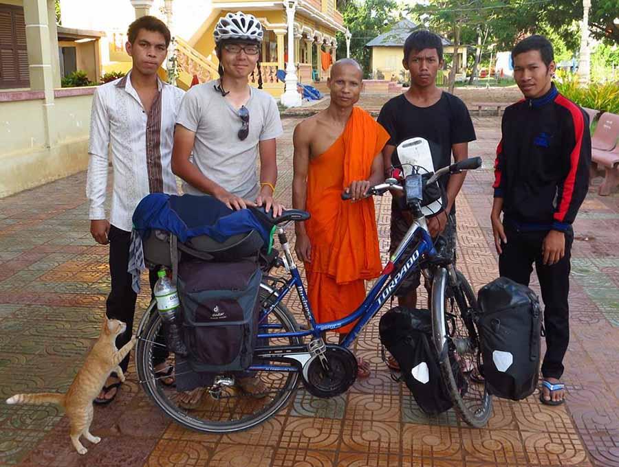 カンボジアにて、修行僧と一緒に泊まった翌日。いろんな人に助けられたからこそ、旅を終えることができたそう