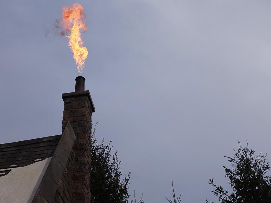 「インセンディオ」と唱えれば、炎が燃え上がる