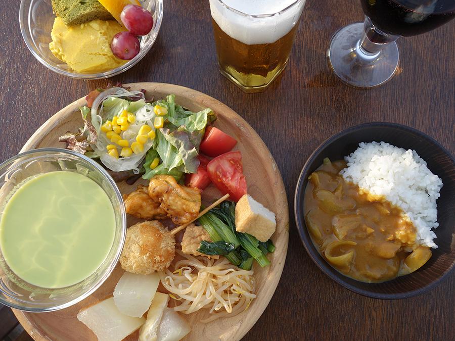 小松菜と厚揚げの炒め煮、ほうれん草の冷たいスープ、もやしとキャベツの韓国風煮浸しなど、野菜メニュー揃い