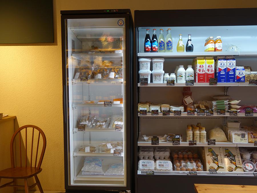 大きな冷蔵施設も完備し、今まで販売することができなかった商品が並ぶ