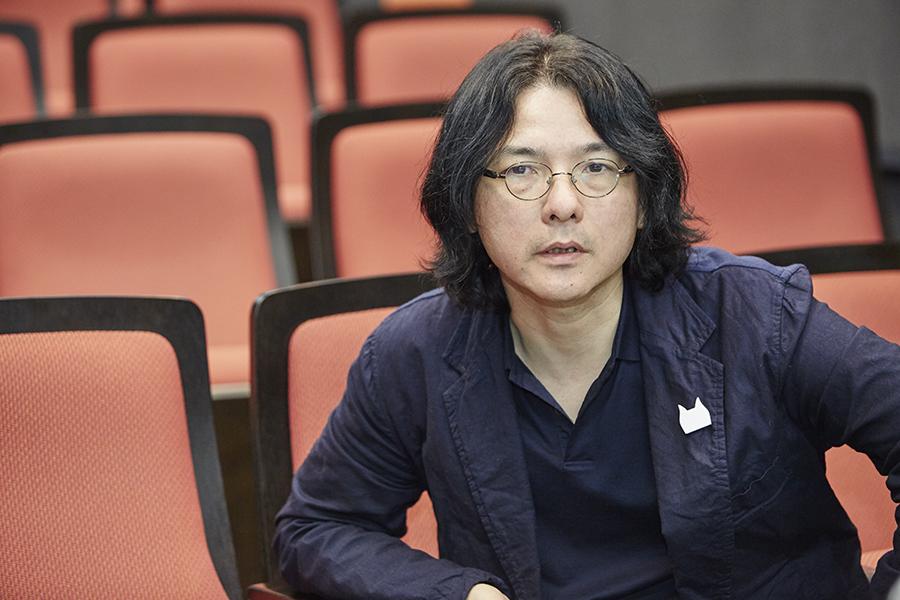 「非常に殺伐とした、無慈悲で不寛容で陰険な世界が現実」と語る岩井俊二監督