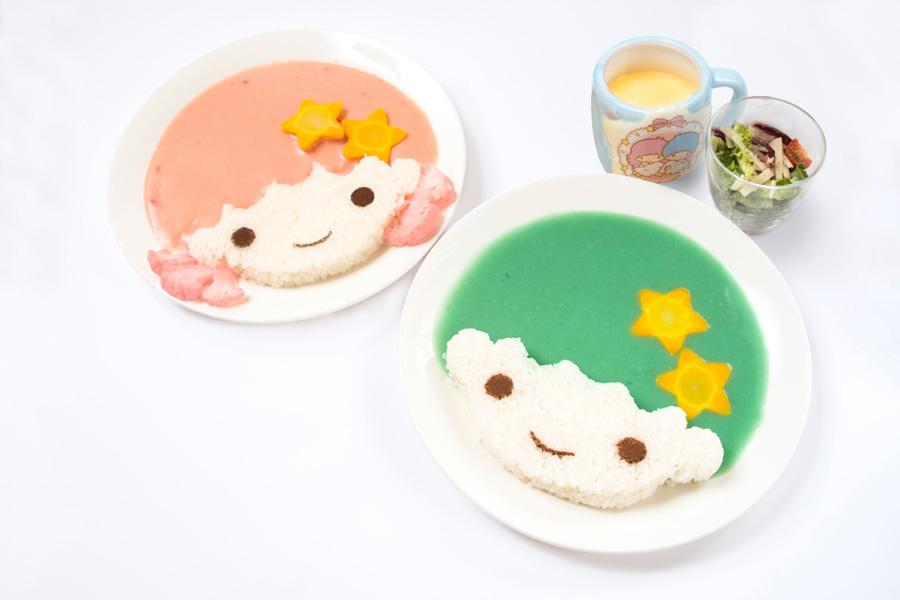左:ララのベジタブルカレー、右:キキのシーフードカレー 各1,580円+税(オリジナルマグカップ付き)