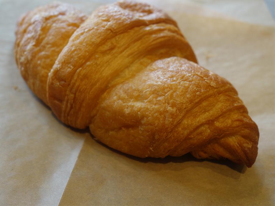 パン食の人に向けて開発された米粉クロワッサン。これとミソポタで1食分に