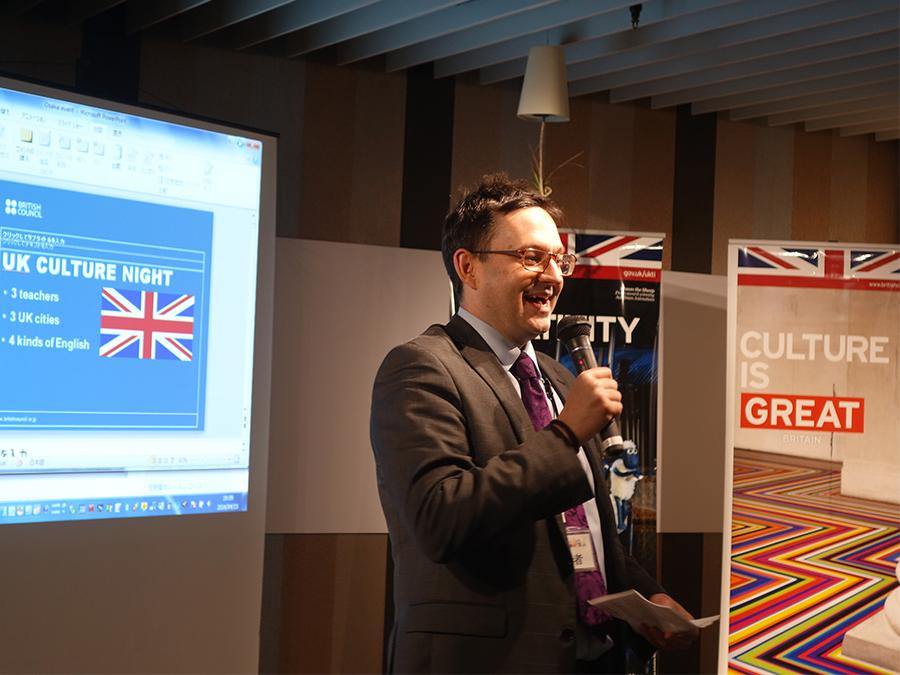 ブリティッシュ・カウンシル駐日代表マット・バーニーが最初は日本語で、途中から英語で挨拶