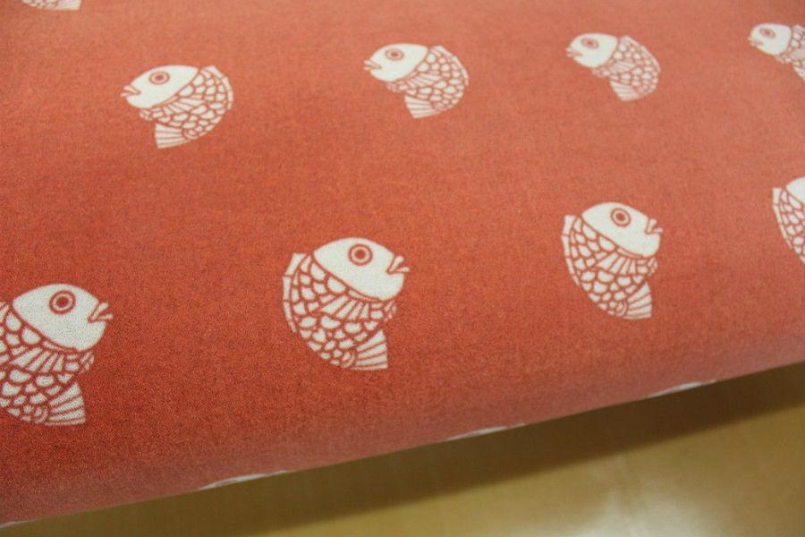 シートには鯛のプリント。よく見るとここにもハートが…