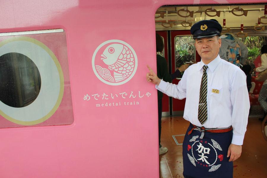 地元加太にとってこの電車の運行は文字通り「おめでタイ」出来事。『加太に来ていただきタイ!』と石坂勝利営業課主任
