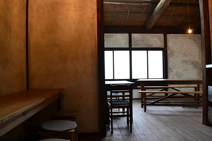 築約100年という町屋を改装した店内、2階でゆっくりいただける