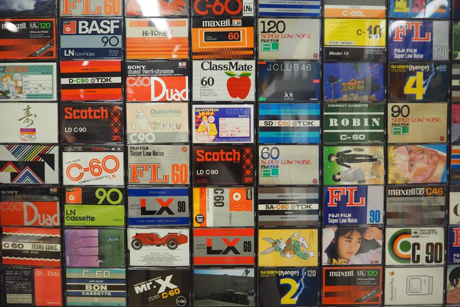 カセットテープ(裏)もカラフル!
