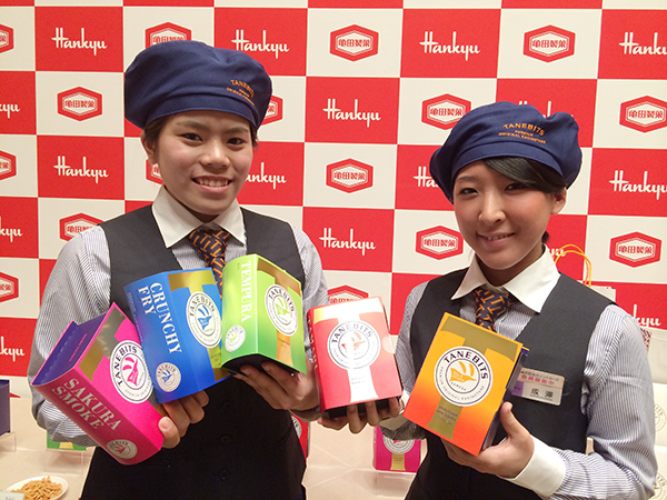 新発売の「タネビッツ」は、5種類の味わい。ブック型のパッケージに入って各540円(15g×4袋)