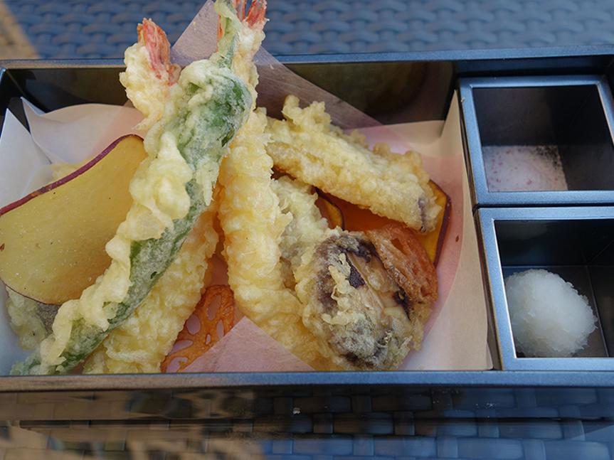 サクッとした食感に揚げられた、天ぷら8種