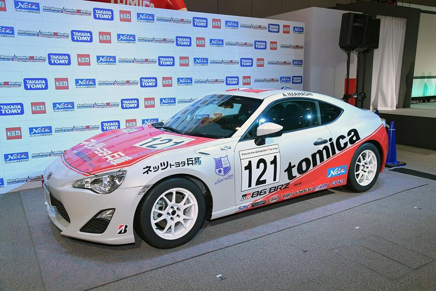 「トミカレッド」を用いたレーシングカー