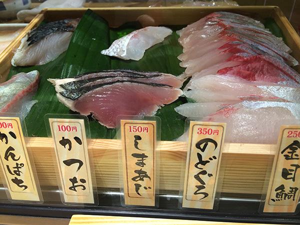 全国各地から旬の魚が入ってくるので、ネタの種類はかなり豊富。常時20種以上がそろう