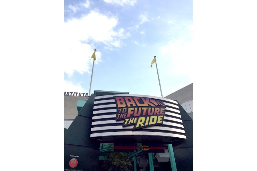 「バック・トゥ・ザ・フューチャー・ザ・ライド」入り口 ® & © Universal Studios/U-Drive