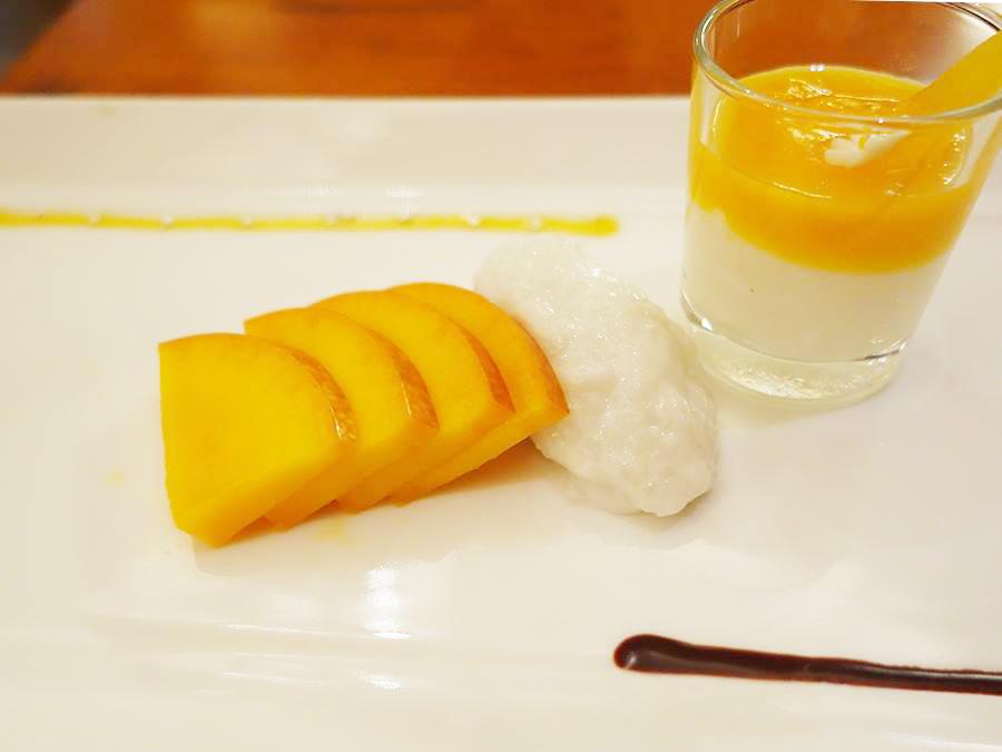 宮崎マンゴーのスライス、ココナッツライス、宮崎マンゴーピューレのココナッツミルククリームが楽しめるプレートは1人1皿