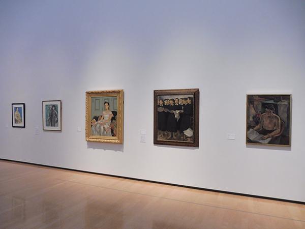 『1945年±5年』展より、「第1章 モダンと豊かさの終焉」会場風景