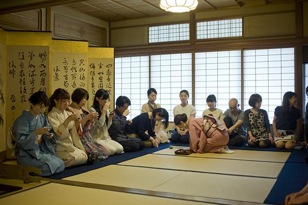 「弘道館」(京都市上京区)で開催されたネスプレッソの「珈琲茶会」。薄茶の代わりにエスプレッソをいただく