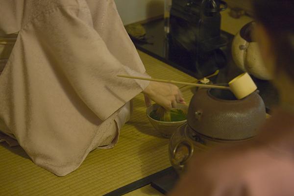 丁寧に練られた濃茶は、清々しい味わい。至福のひとときでした
