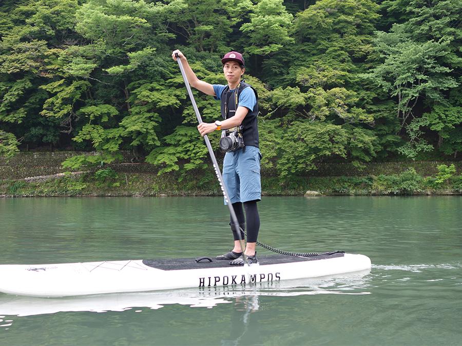 西村さんが水上で撮ってくれた写真を自由にダウンロードできるサービスも好評。スマホの防水ケースの無料レンタルも