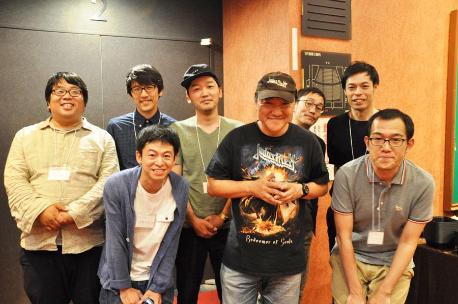ヨーロッパ企画のメンバーといのうえひでのり。上田誠は「大きくて立派なのに、親密感がある所が良かった」と話した